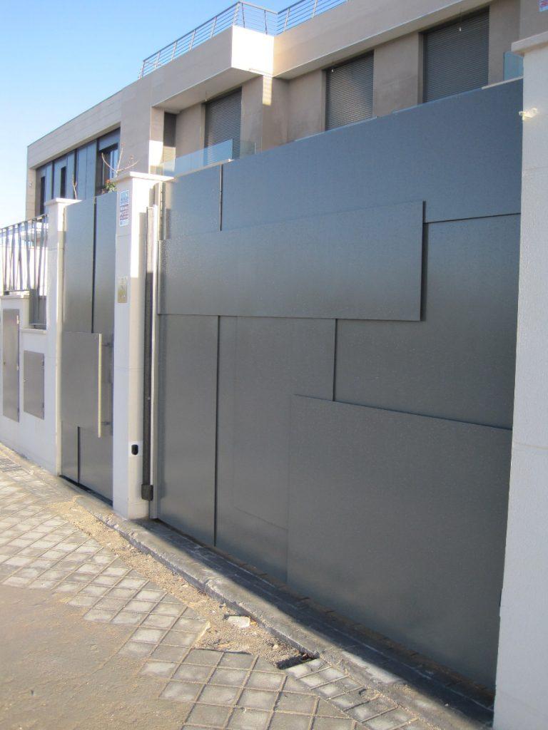 Comevasa construcciones met licas vara cerramientos - Puertas para cerramientos ...